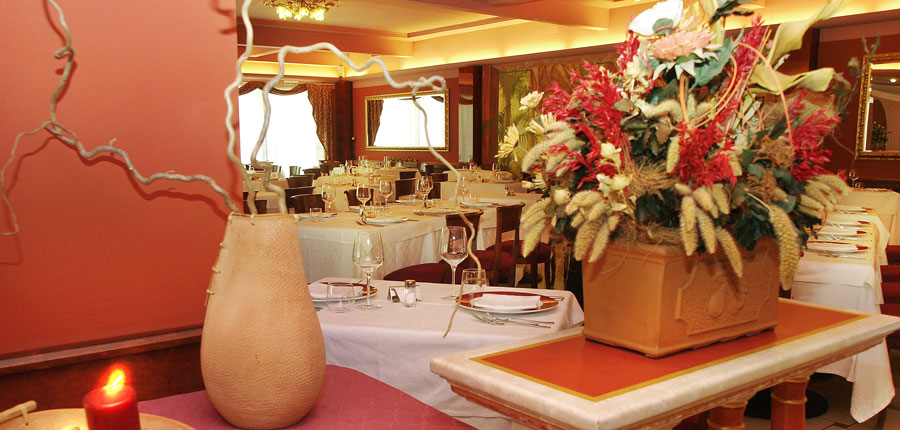 Hotel Villa Nicolli, Riva, Lake Garda, Italy - restaurant.jpg